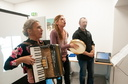 Helene Pages a l accordeon et Helene Arnaud au tambourin